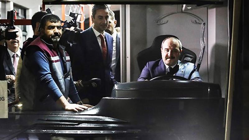 Bakan Varank sözünde durdu; MAKÜ'ye elektrikli otobüsü ısmarladı