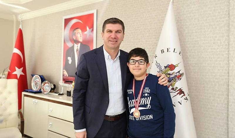 Satranç ustasından Başkan Ercengiz'e ziyaret