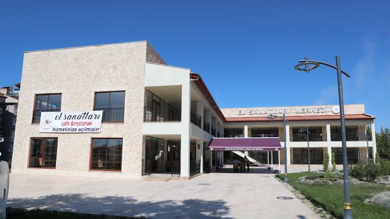 Burdur Belediyesi El Sanatları Merkezi Cafe ve Restoran hizmete açıldı