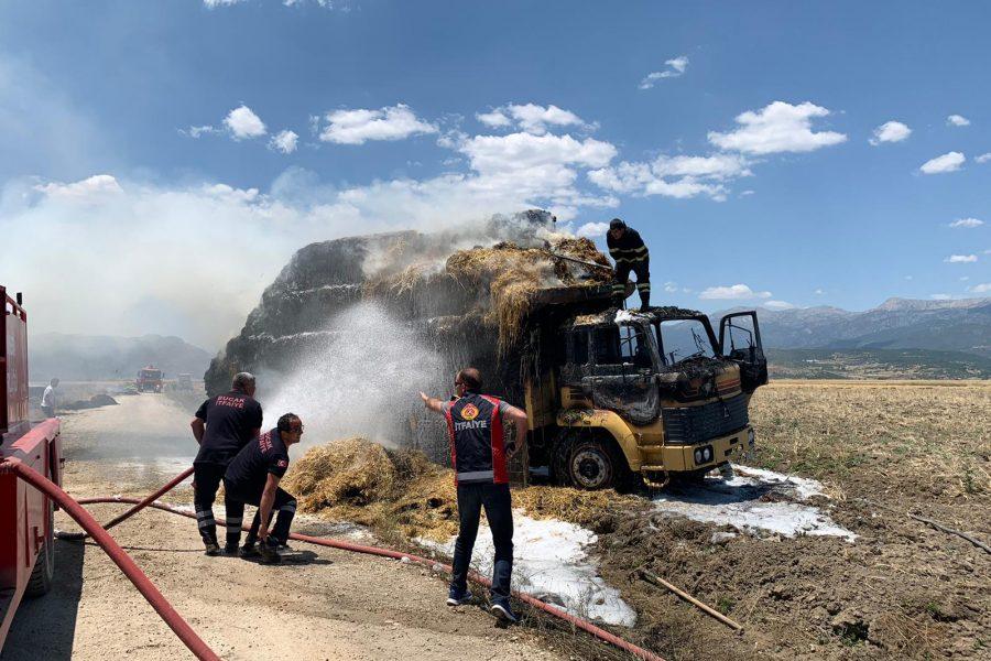 Burdur'da balya yüklü kamyon cayır cayır yandı