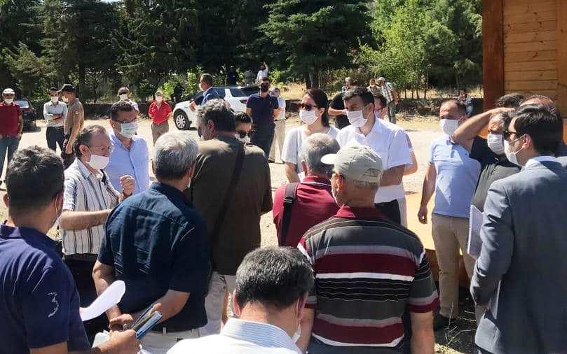 Salda Gölü'nde bilirkişi ve keşif incelemesi esnasında çevreci protestosu yapıldı