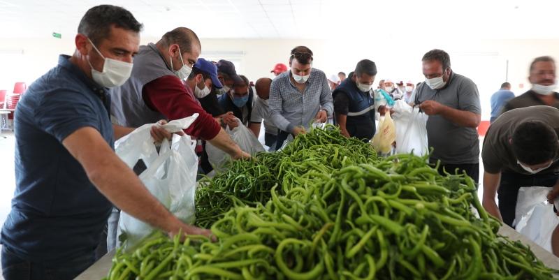 Finike Belediyesi'nden Burdur Belediyesi emekçisine sebze