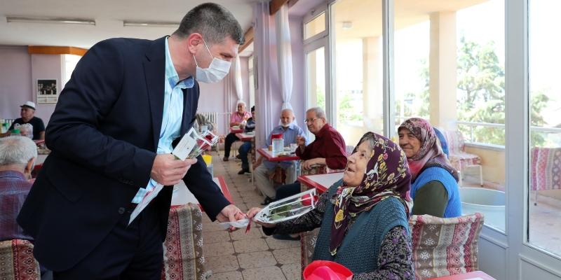 Başkan Ercengiz'den, Huzurevi sakinlerine ziyaret