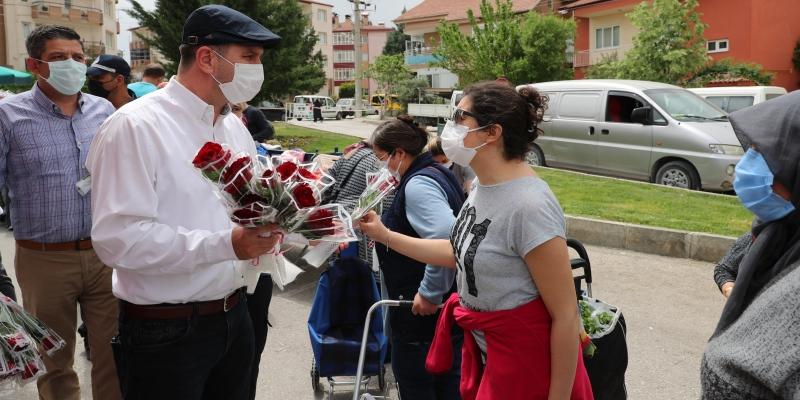 Başkan Ercengiz, pazarları gezdi